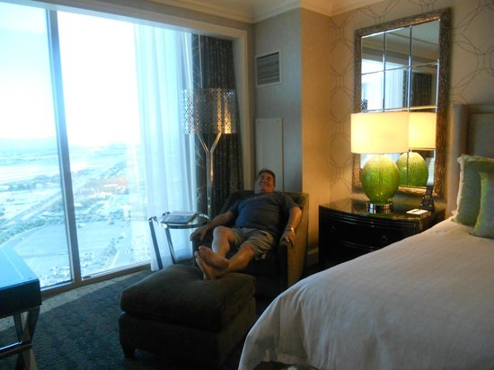 Four Seasons Hotel Las Vegas: Room was well-furnished.