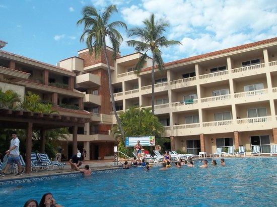 Hotel Playa Mazatlan: Aqui la vista de la alberca hacia las habitaciones