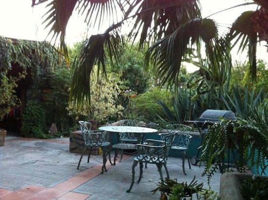 La Damiana Inn: One of the patio seating areas
