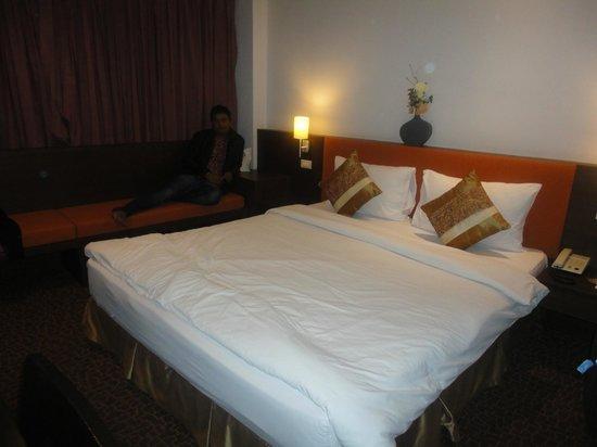 Bossotel Bangkok : bedroom