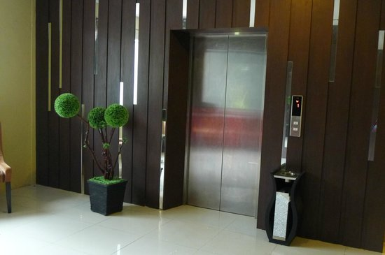 Nagoya One Hotel: Lift at 2nd floor