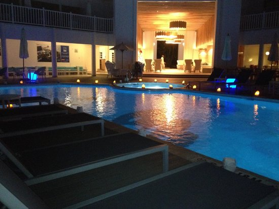 Azul Beach Resort Sensatori Jamaica by Karisma: Night view from pool deck