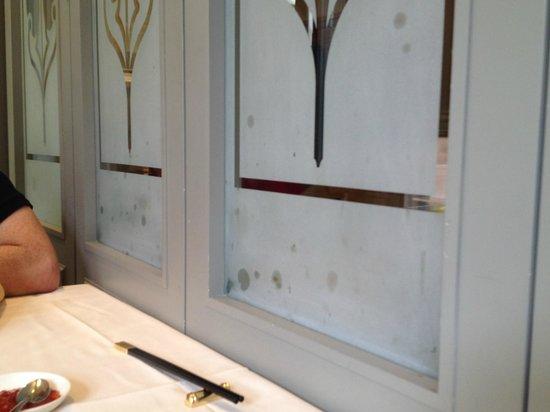 Chijmes Lei Garden Restaurant : dirty screen!