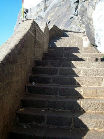 Dattatreya Temple: The steps
