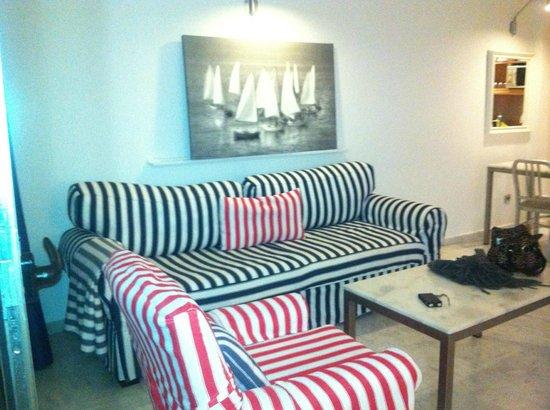 Marina Suites: livingroom