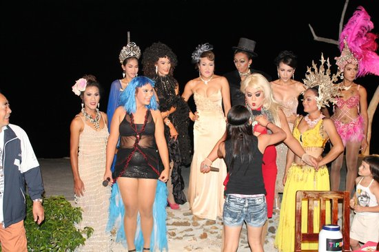 Nang Nual Beach Resort: Cabaret show at Resort
