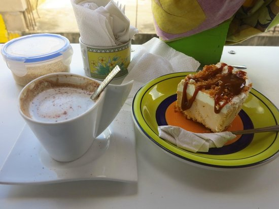 Caribbean Colors Art Cafe : specialty coffee and peanut butter ice cream pie