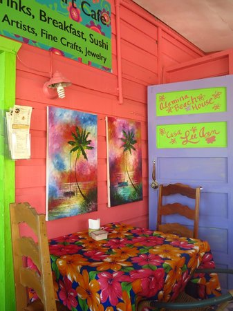Caribbean Colors Art Cafe : table on the balcony