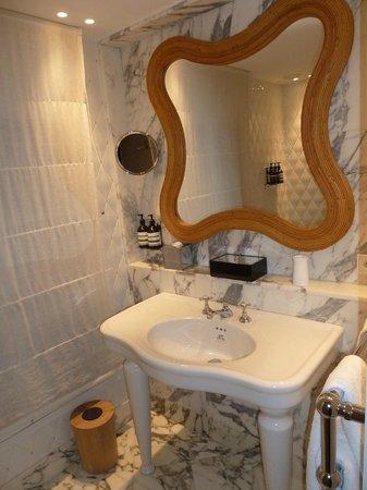 Hotel Thoumieux : bathroom