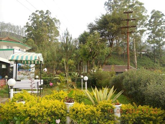 Hillview Munnar: HOTEL GARDEN