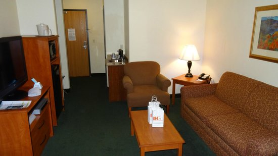 Holiday Inn Express Suites Alamosa: room #308 - sitting area