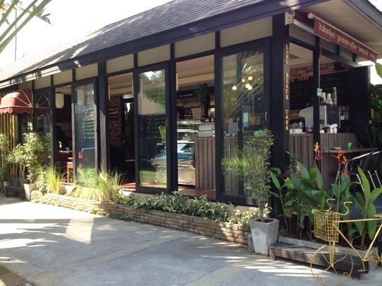 Long Black Cafe: :)