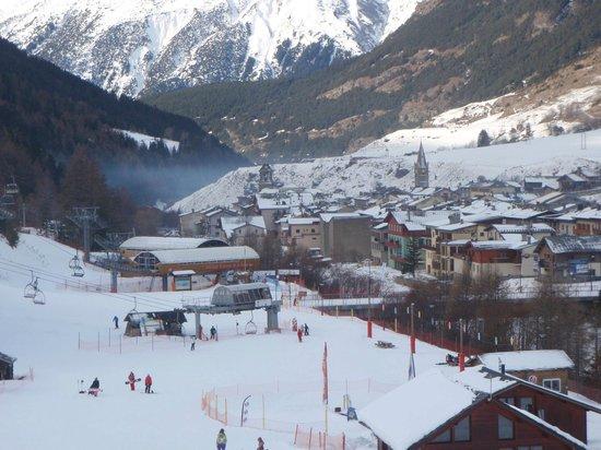Hôtel Club mmv Val Cenis : Vue de la chambre sur le village
