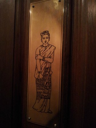 Signature Fine Dining and The Garden Bistro: Female toilet sign