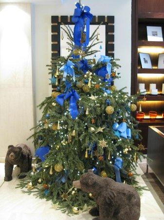 K+K Hotel Cayre: Christmas decorations in lobby