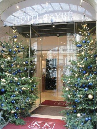 K+K Hotel Cayre: Christmas decorations at entry
