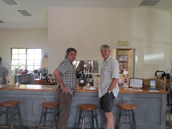 Bistro Molines: Tasting afew nice wines after lunch