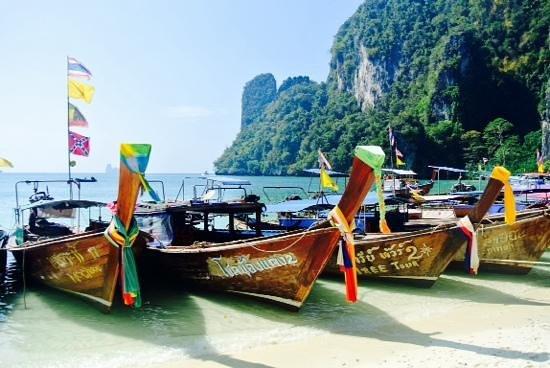Amari Vogue Krabi : long tails at Hong Island