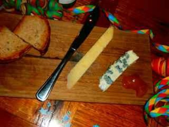 Remi de Provence: Cantal and Roquefort board