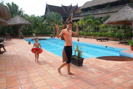 Angkor Spirit Palace: Бассейн здесь супер!