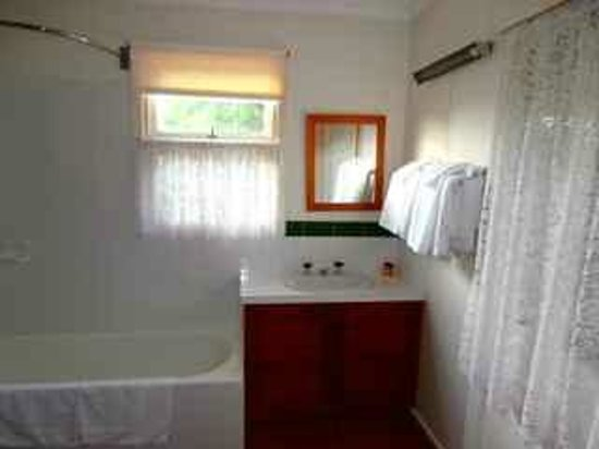 Richmond Boutique Cottages : Bathroom