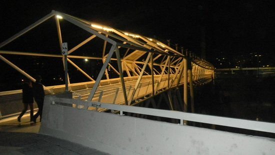 Novotel Valladolid: Пешеходный мост