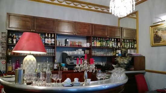 Le bar picture of le sagittaire paris tripadvisor for Restaurant miroir paris 18