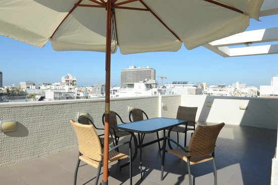 Yarden Sea Side Apartments: Just pick your head up and enjoy mediterranean beach view