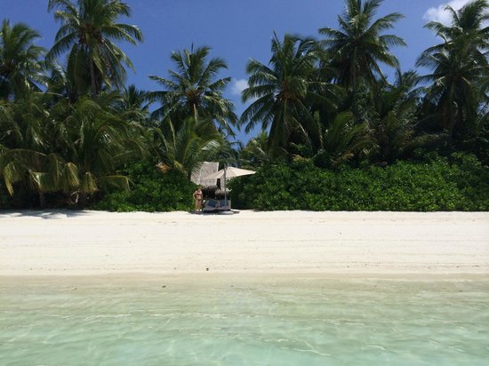 Shangri-La's Villingili Resort and Spa Maldives: Blick auf die Strandliege