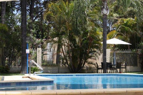 Flag Motor Lodge: Refreshing Pool Surrounds