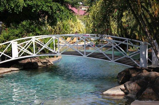 Radisson Grenada Beach Resort: The pool at the Radisson Grenada Grand Beach Resort