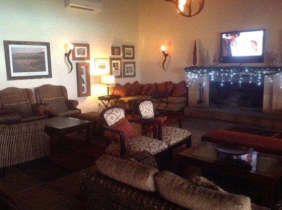 Kwa Maritane Bush Lodge: Lounge