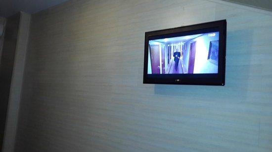 Hotel Gallery: Телевизор плоский, каналов рабочих много