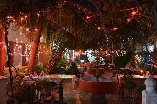 Tourists Rest House: The wonderful courtyard-restaurant