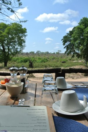 Lion Sands River Lodge: Breakfast view