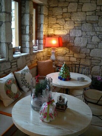 Mikros Vorias small luxury suites: χριστουγεννιάτικη γωνιά 2013