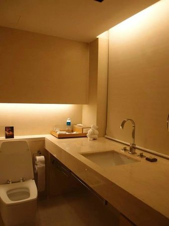 Pathumwan Princess Hotel: Nice Toilet