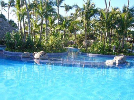 Paradisus Punta Cana Resort: grosser Pool beim Strand