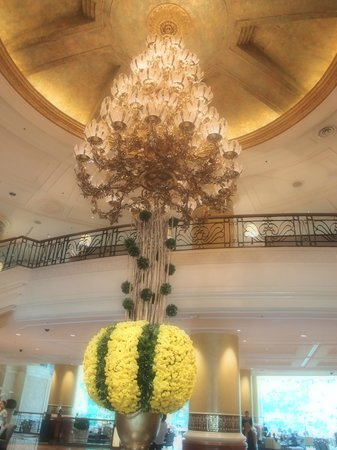Makati Shangri-La Manila: Grand Lobby
