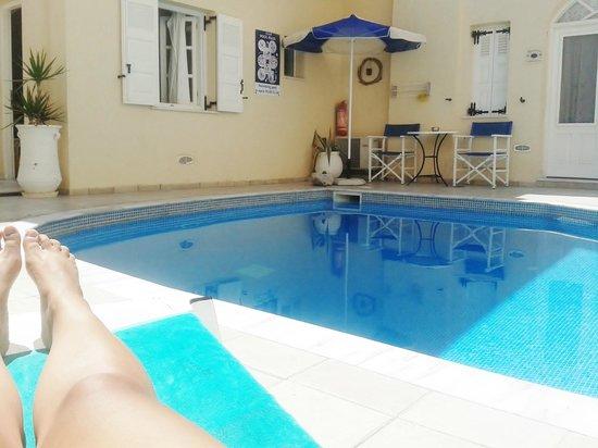 Reverie Santorini Hotel : piscina hotel