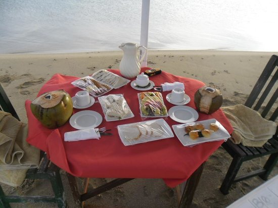 Nukubati Private Island: food on our sandbank picnic!
