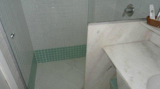 Augusto's Rio Copa Hotel : Номер Deluxe - душ