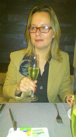 Your Hotel & Spa Alcobaça: vi drik champinge under middagen til alle tre retter og det var et godt valg