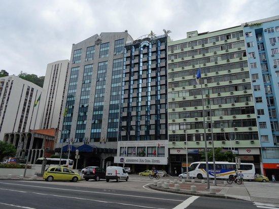 Augusto's Rio Copa Hotel: Отель с улицы