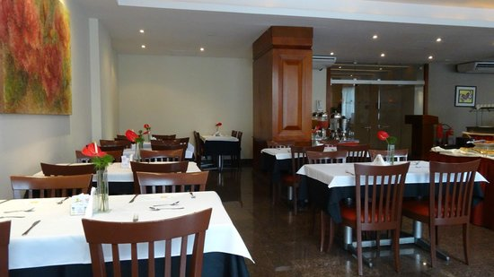 Augusto's Rio Copa Hotel: Ресторан - завтрак
