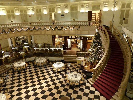 Gamma de Fiesta Americana Monterrey Gran Hotel Ancira: The lobby area in preparation for New Year's Eve.