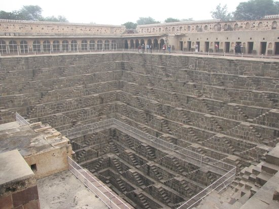 Chand Baori: Walls