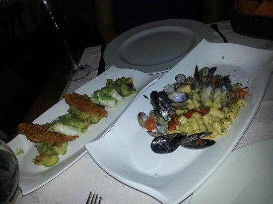 Bottega Trattoria De Santis: Thw mussel and clam gnocci and the turbet with potatoes
