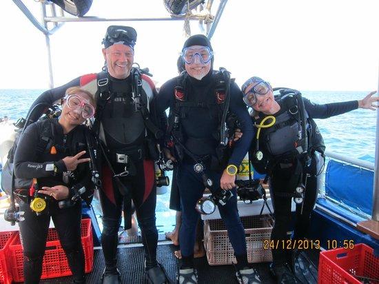 Scuba Cat Diving - Soi Watanna Shop and Classrooms: Fun aboard Scuba Cat