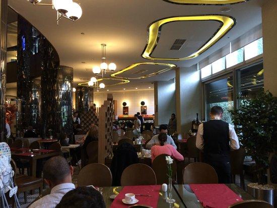 Rixos Taksim Istanbul: Dining room at breakfast